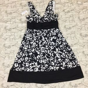 Jones Wear Dresses Ivory & Black Floral Sleeveless